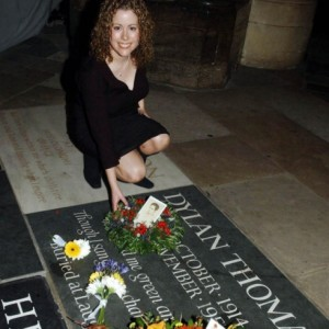 Hannah laying the wreath in 2003, the fiftieth anniversary of Dylan's death.